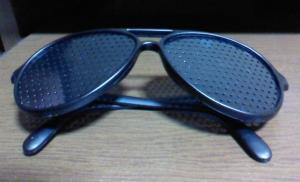 ピンホール眼鏡多穴