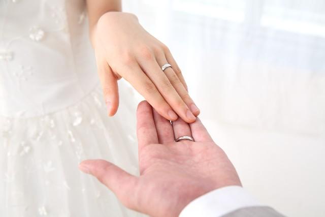 新郎新婦の結婚指輪